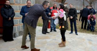 Општина Сремски Карловци даривала поклоне деци